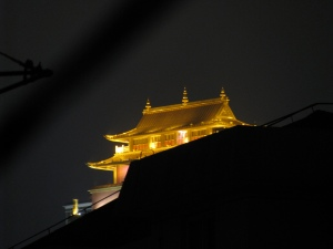 There's a building top that looks like a golden mansion #shanghai